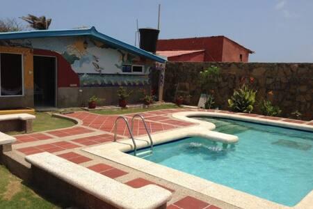 Casa Frente al Mar con Piscina - Ház