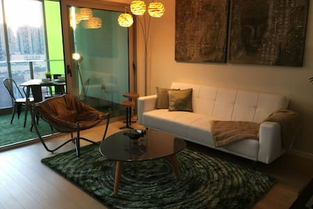 Brand new and Best location DT Van. New Mattress! - Vancouver - Appartement