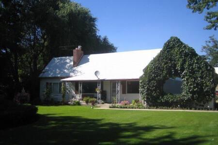 Lakeside Farm House in Ski Village - Eden - Haus