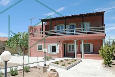 2SG122016 Island House in cosmopolitan Aegina! - Casa