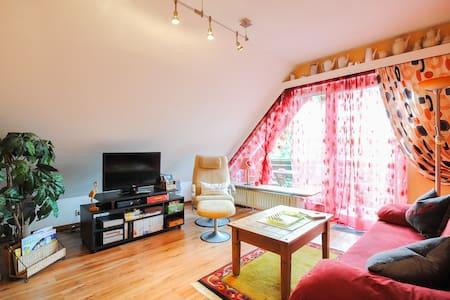 Traumhafte Dachgeschosswohnung mit Bergblick - Apartment