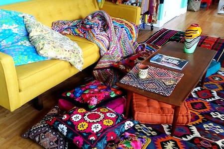 Colorful Textile Loft in Arts Dist. - Los Angeles - Loft