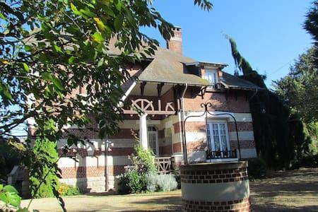 Demeure de charme avec beau jardin - Trosly-Loire - Dům