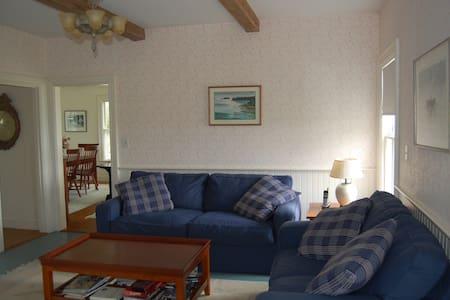 Charming 4 BR Farmhouse w/ Beach - Islesboro - Rumah