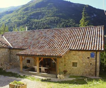 Drôme-Rustige B&B in oude boerij - Val-Maravel - Bed & Breakfast