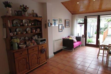 Double room in cosy shabbychic house - Celbridge