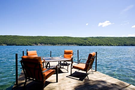 Skaneateles lake direct waterfront sleeps 8 - Ev