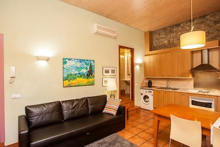 Old Town apartment next to the Medieval City Wall - Girona - Lejlighedskompleks