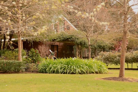Stunning cottage & acreage on the Blackwood River - Nannup
