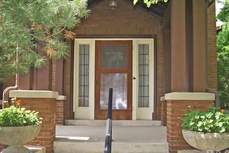 Newly renovated, centrally located Historic home - Peoria - House