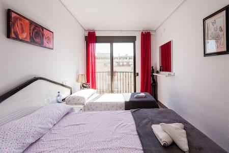 Habitación amplia con balcón! - La Pobla de Farnals - Appartement