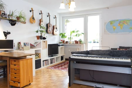 Bright & spacious flat with balcony and backyard - Cologne - Apartment