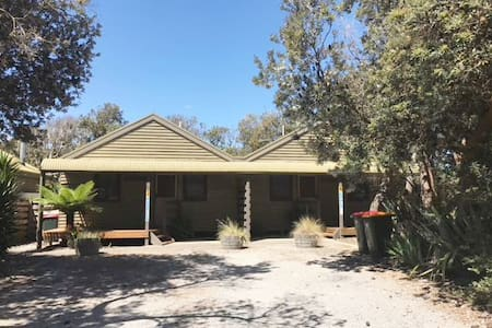 Iluka Cottages - Koala - Sandy Point - Hus