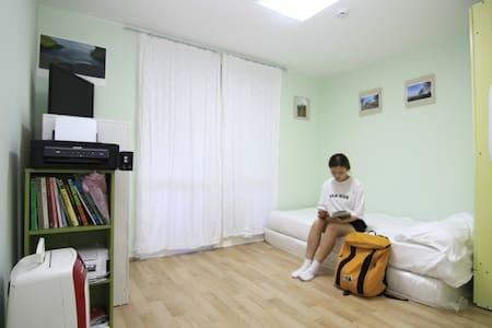 아마츄어 사진 흑백사진 방(1인 또는 2인 개인방 - Apartamento