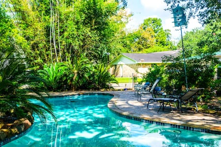 Pearland Paradise with Serene Garden Pool - Pearland - Pensione