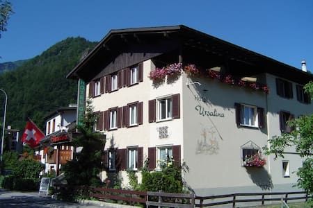 Room in a Cozy Guest House! - Bad Ragaz - Inap sarapan