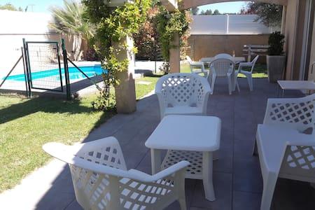 Maison climatisée avec piscine proche des plages - Haus