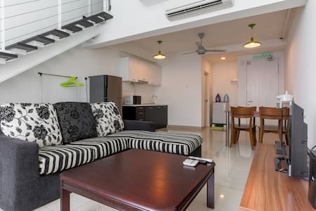 Cosi-Cosi Duplex Home - FAST WiFi - Apartmen