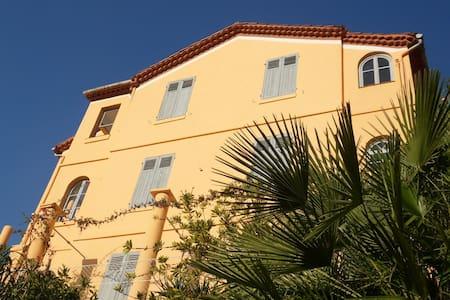 Menton: villa proche plage et bord de mer - Menton - Villa