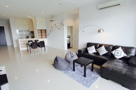 Modern 3-Bedroom Suite @ Imago/City Centre - Kota Kinabalu