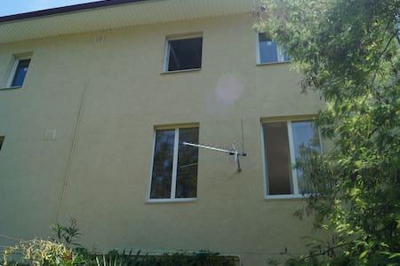Дом в стиле итальянского полацио в 5 мин. от моря - Haus
