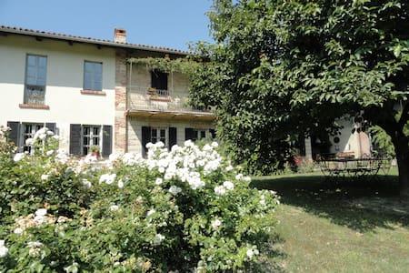 Countryside home Monferrato wine hills,wifi,pool. - Talo