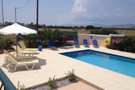 Berry Villa, private, swimming pool - Tigkaki - Villa