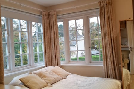 Bedsit+Bathroom+Sauna, Bookings for Christmas - Knutsford - Casa