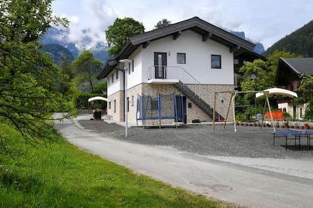 "Traumhaftes neues Haus ""Haus Alpin"" - Lakás"