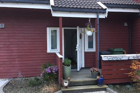 Flott og lettstelt leilighet - Sola