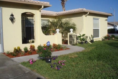 Lovely rooms available for rent. - Port Richey