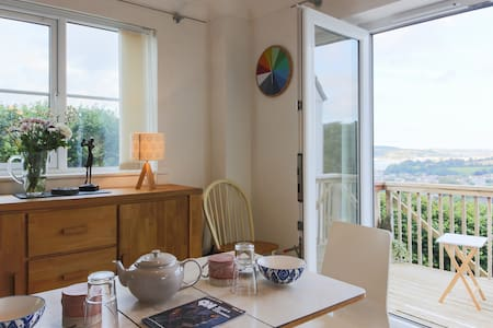 Peaceful room with private deck and garden access - Penryn - House