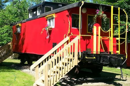 The Lil' Red Caboose :) - Vonat