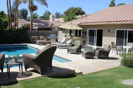 Indian Wells Pool/Spa home with view of mountains - Indian Wells - Huis