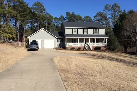 Room near Fort Bragg with fenced yard and privacy. - Casa
