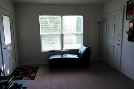 Private room/short term stay. $40 a day! - Kent - Talo