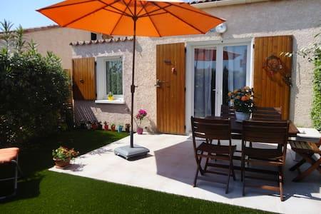 jolie maison avec petit jardin piscines collective - Vic-la-Gardiole - House