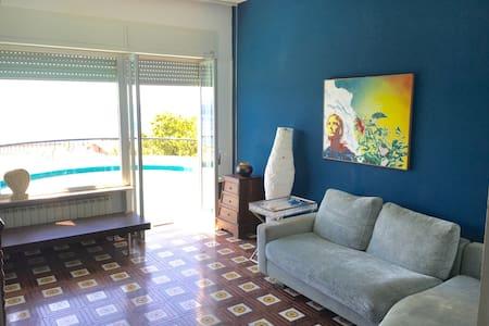 SICILIA : Panoramiche stanze b&b in villa - Messina - Villa
