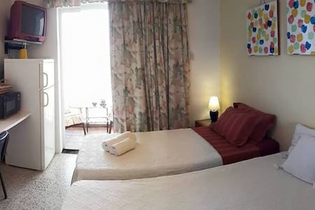 Private double Room with pool and toilet FREE Wifi - Pis