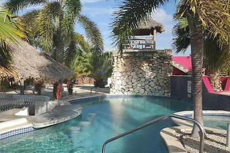 Private Indonesian style villa in tropical resort! - Kralendijk - Villa