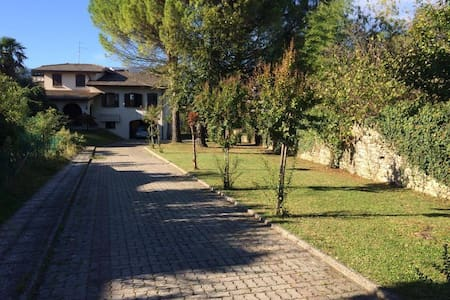 Quiet, spacious and independent + breakfast! - Vittorio Veneto - House