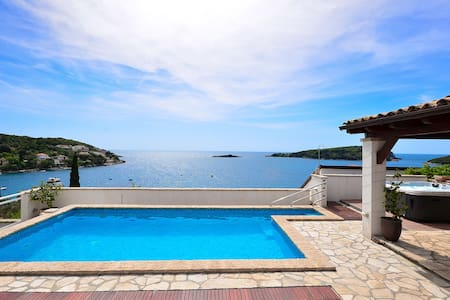 Villa with pool and jacuzzi near Dubrovnik - Villa