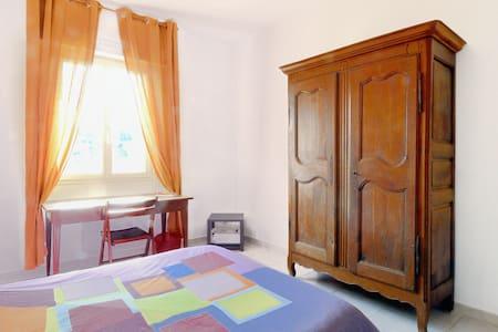 Chambre dans jolie maison au calme - Meyrargues - House