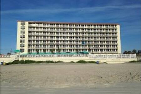 Daytona Beach Condo Oceanfront Building Sleeps 4 - Daytona Beach - Appartement en résidence