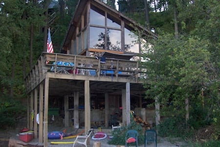 Lakefront Rustic Log Cabin on Lake Coeur D' Alene! - Wohnung