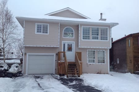 Private bed &bathroom near hospital - Yellowknife - House