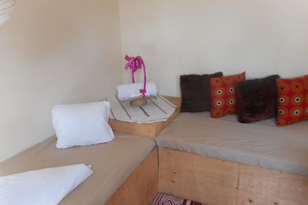 flower home-1 room unit house with 2 single beds. - Kampala - Overig