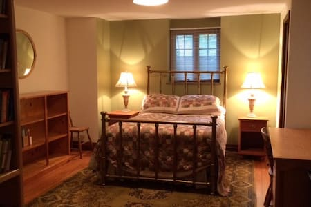 Flexible, well-appointed suite; ideally located - Ann Arbor - Casa