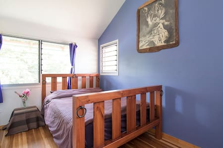 Bedroom in modern home.  - Rumah