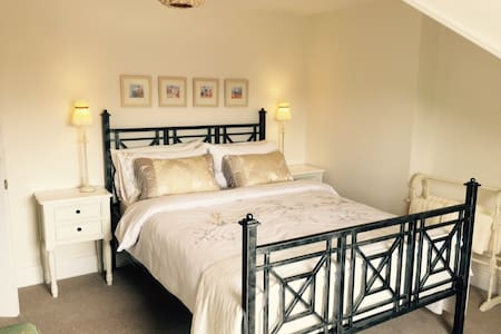 Charming Victorian renovated house - Felixstowe - Bed & Breakfast